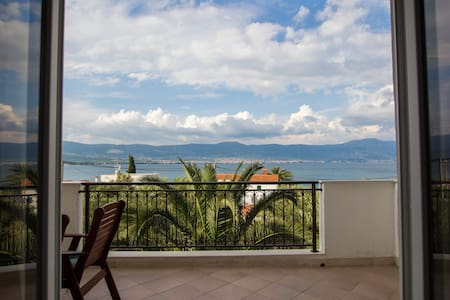 Apartment with seaview for 3 person - Slatine