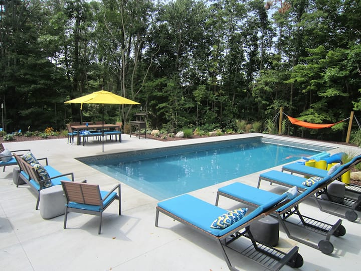 Modern cottage with private pool  Sleeps 8