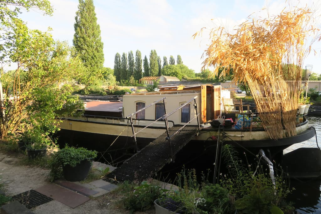 Lovely and cosy houseboat amsterdam case galleggianti in for Case in affitto amsterdam lungo periodo