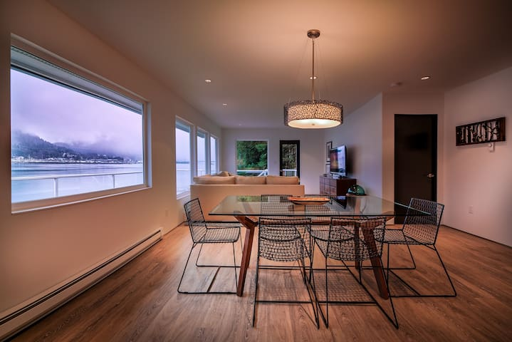 Beach Condo Juneau - Amazing 180 View of Channel!