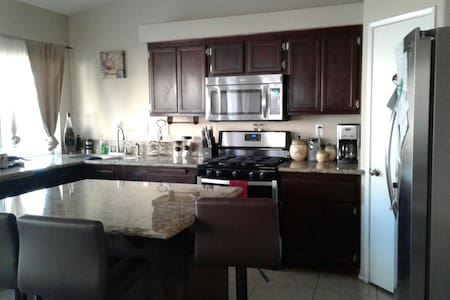 Beautiful 4BD/2BA Great Location!!! - La Quinta - Casa