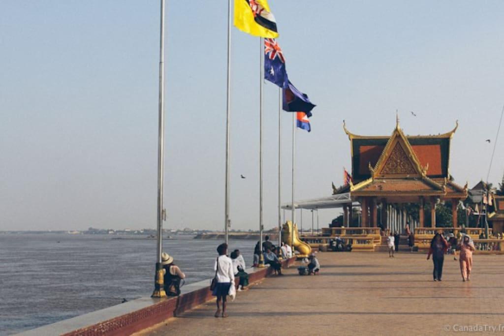 Mekong riverside (Phnom Penh)