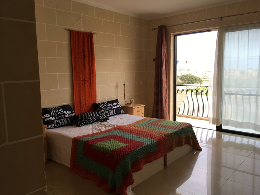 Double room with back balcony/Ensuite