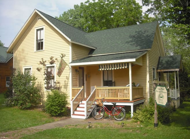 Katy Boxcar Guest Cottage