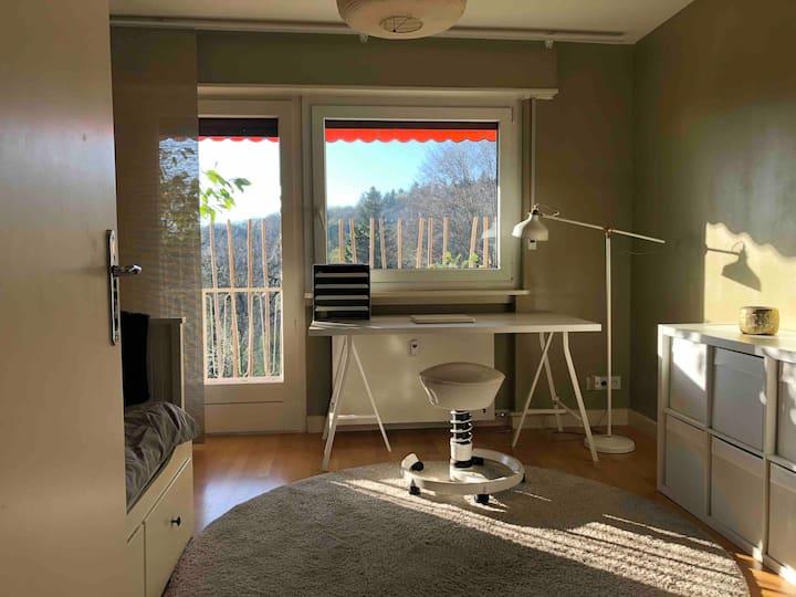 Schönes Privatzimmer in HD, ruhig & toller Blick