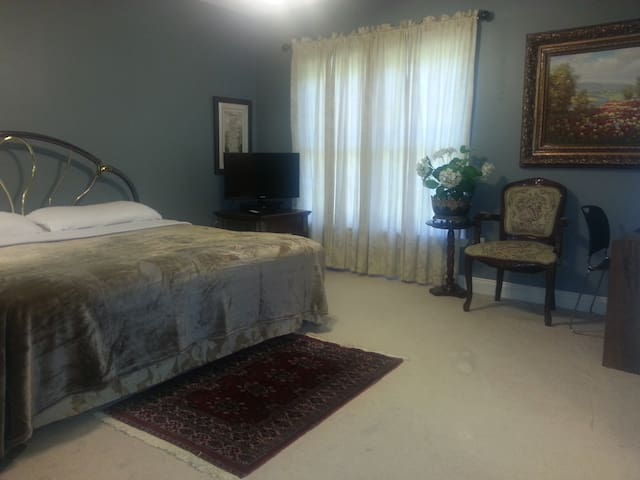 2-large Rms 1-Full Bath 2-vanities in Private Area - Gainesville