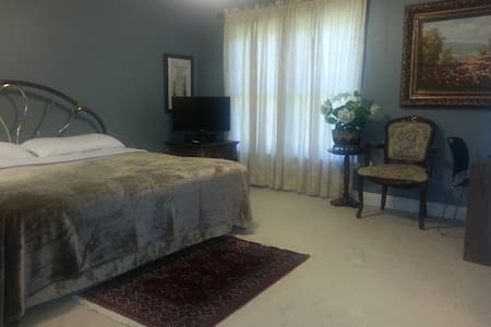 2-large Rms 1-Full Bath 2-vanities in Private Area - Gainesville - Inny