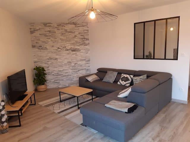 Appartement avec terrasse à proximité de commerces
