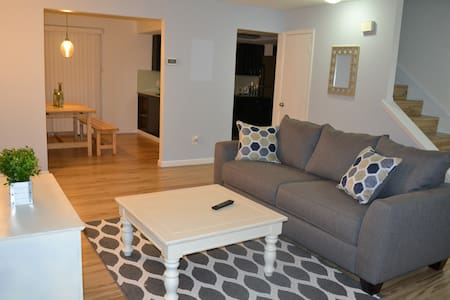 Near Stadium, Cozy, Quiet, & Conveniently Located - Arlington - Townhouse