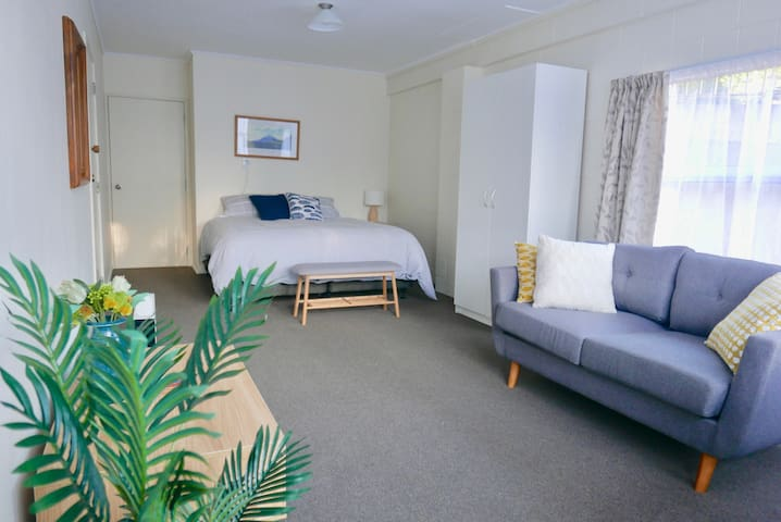 Weka Apartment - next to a park & 5 mins to city