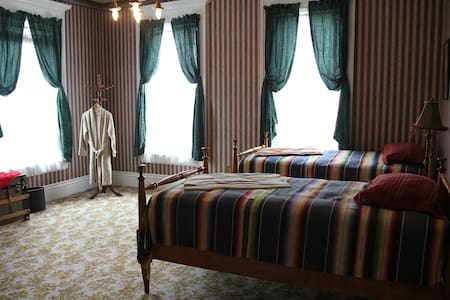 The Circus Room at the Charles Over Mansion - Muncie - Casa