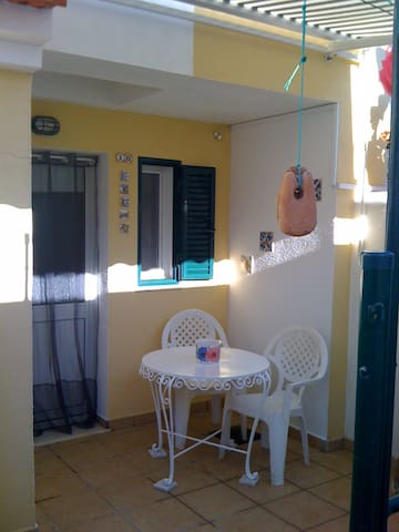Near Lisbon Tejo estuary cosy flat and sunny patio