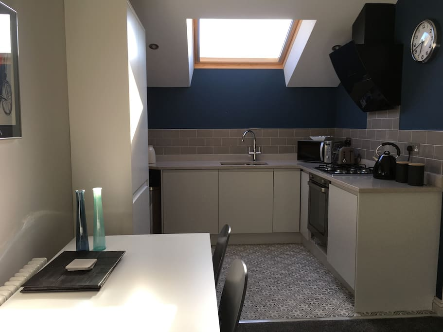 Well equipped kitchen, granite worktops, integrated appliances.Remote control extractor.