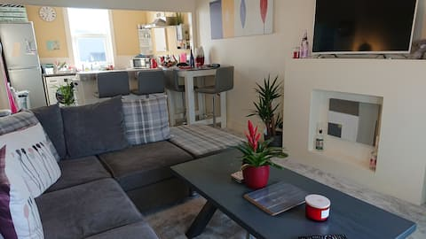 Barry Island Apartment, 300m to the beach!