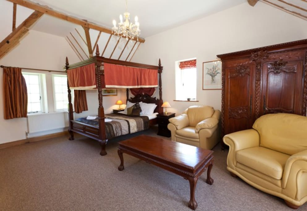 Luxury bedroom with four poster bed