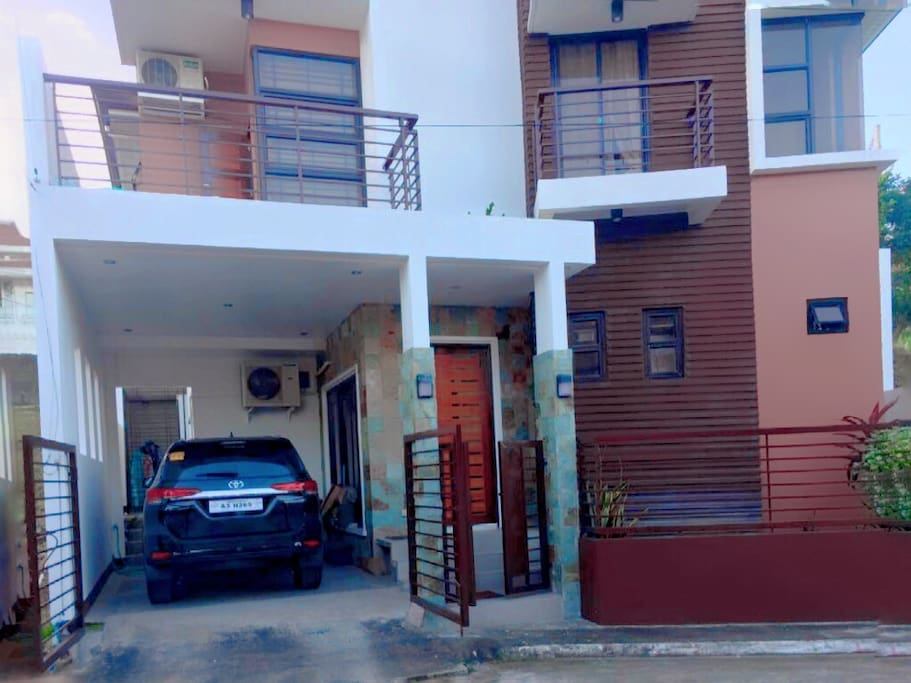 Three Sister 3 Unit Apartment Exterior, The right side is the Unit for Airbnb. There is private entrance to access the apartment. The parking of the guest is in the street where they can see their car from small balcony..