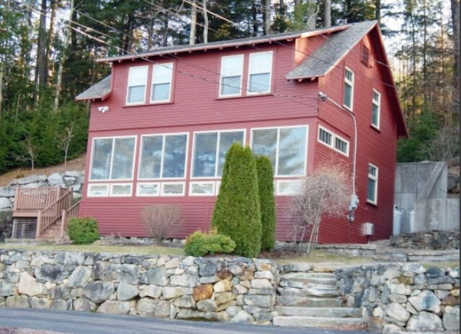 Charming cottage with circular driveway. Amazing view of lake Winni and mountains.