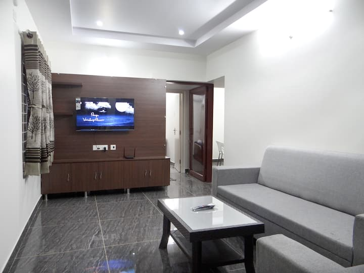 404 Entire 2BHK Apartment w/ AC near Airport