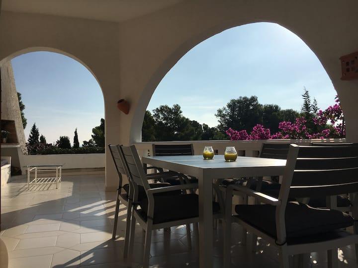 Große Villa mit Pool - nur 5 Minuten vom Strand