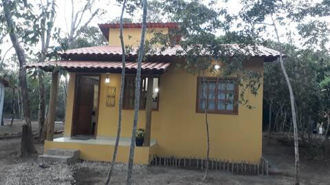 Casa Amarela em meio a natureza do Capão
