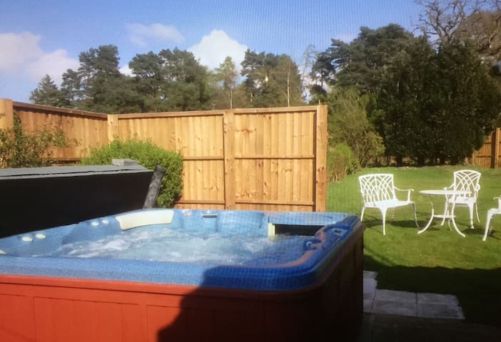 Mill House Cottage Hot Tub and dog friendly