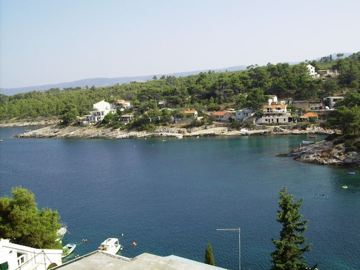 Appartement Au bord de mer, avec deux chambres à coucher, 100m du centre, à Basina, Le balcon