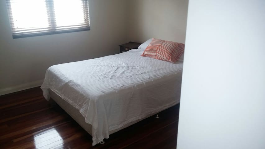 Comfy Double bed in private room - Enmore, New South Wales, AU - Wohnung