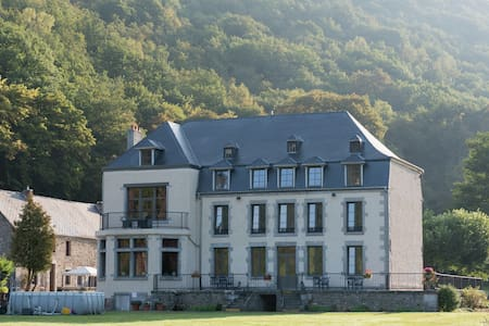 Attractive Castle in Vireux-Wallerand with Garden