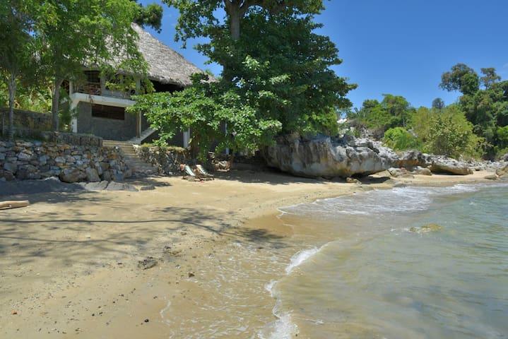 Stupenda casa sulla spiaggia! - Nosy Ambariovato - House