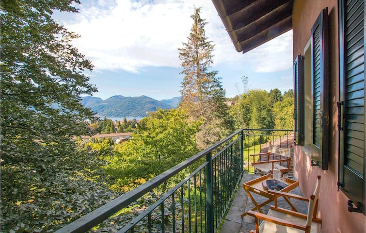 Holiday apartment with 1 bedroom on 60m² in Luino (VR)