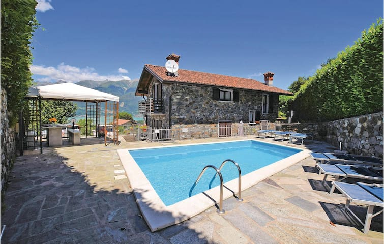 Semi-Detached with 2 bedrooms on 70m² in Colico (LC)