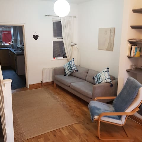 Clean and tidy entire house on lively Ormeau Road