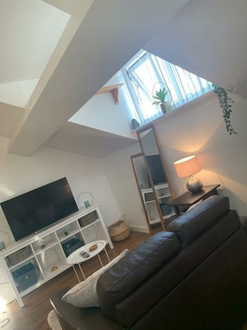 Lovely cosy studio apartment close to city centre