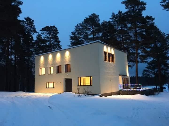 Bauhaus Jyskä at lake Päijänne, 6km to city, 260m2