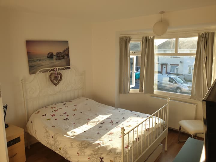 Bright spacious refurbished clean double bedroom.