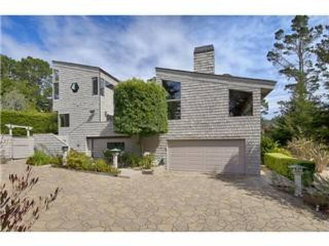- The Grey Treehouse - Spacious Pebble Beach Home