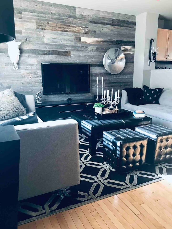 Cozy, stylish townhouse close to train & mountains