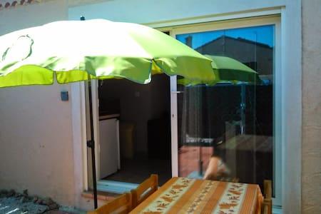 Studio rez de jardin, dans un lotissement calme - La Ciotat - Loft