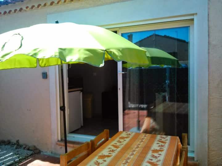 Studio rez de jardin, dans un lotissement calme