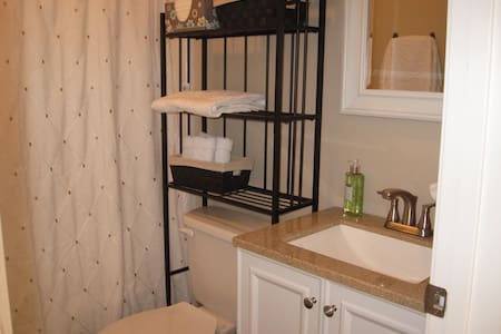 Bright, clean, gathering space! - Carrollton - Maison