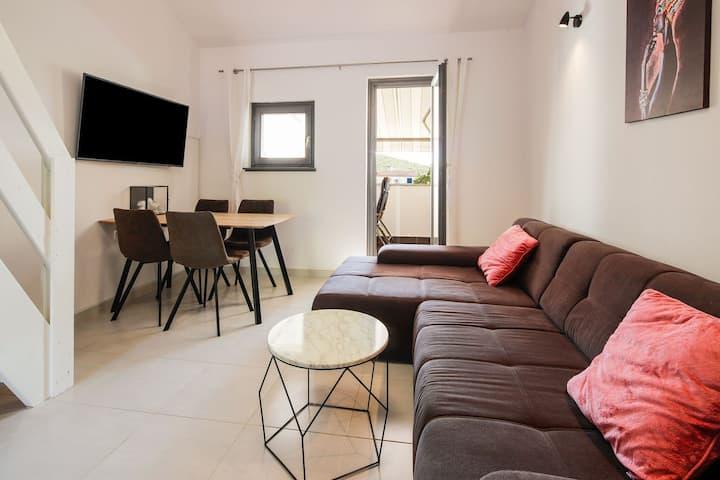 Stylish Apartment in Stinica near Pudarica Beach
