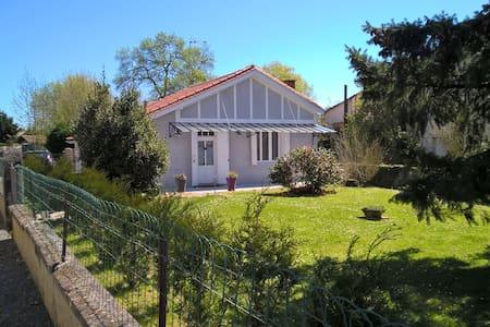 Location maisonnette de charme - Saint-Seurin-sur-l'Isle - Hus