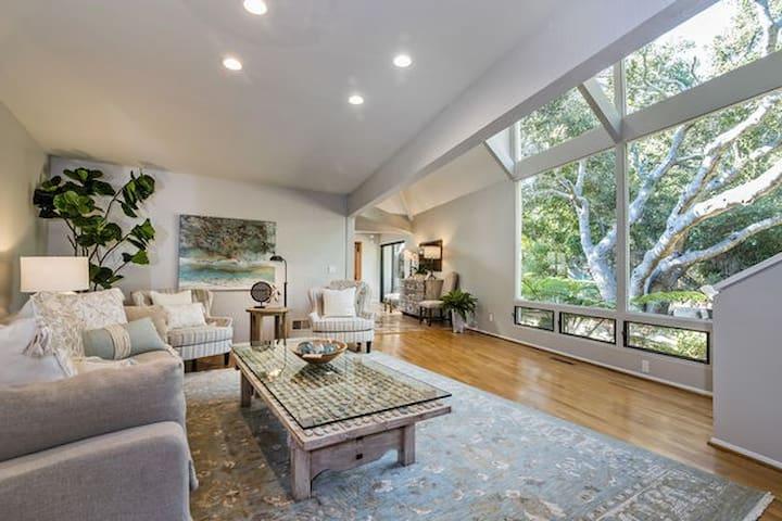 Tranquil Montecito Villa - Walking Distance to the Upper Village!