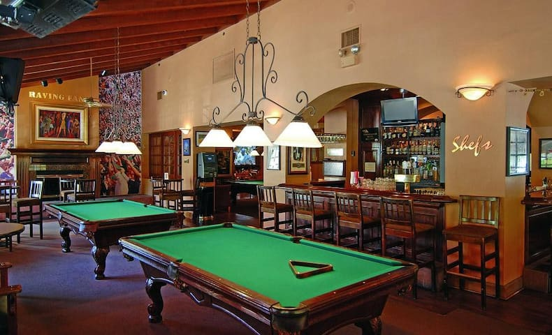 Los Abrigados Resort & Spa Pool Table Bar