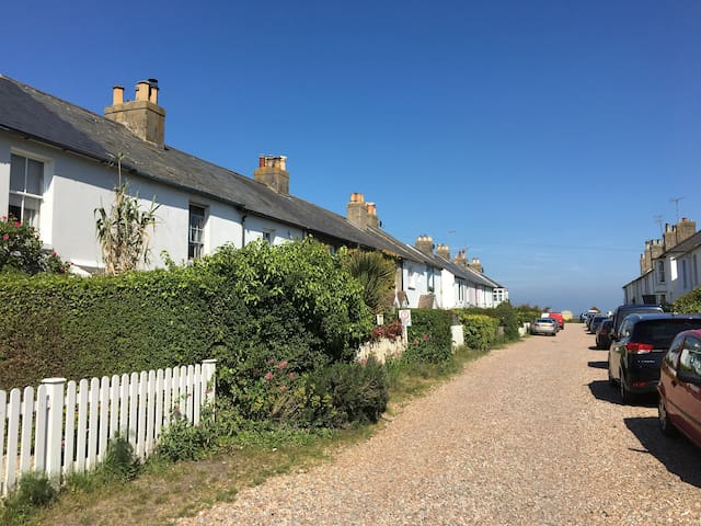 Cosy traditional fisherman's cottage in Kingsdown