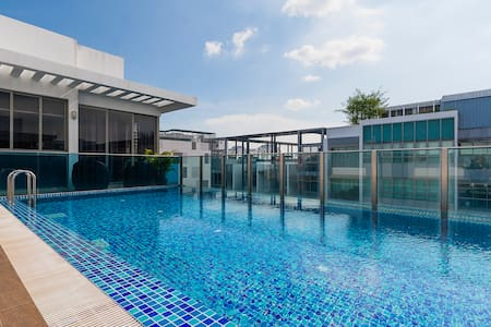 Modern Apartment with Pool Near City and MRT - 新加坡 - 公寓
