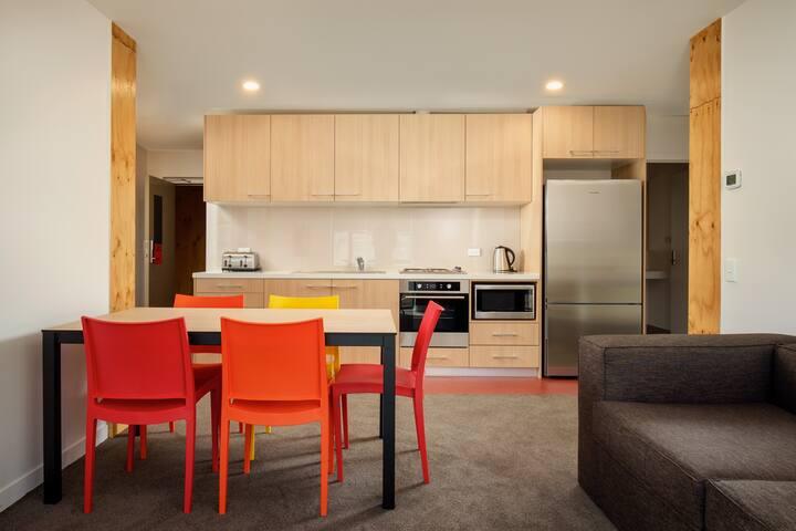 Modern 4-Bedroom Self-Catering Apartment - OPSV
