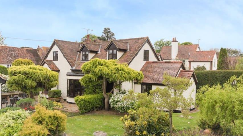 Pretty, spacious home in peaceful village