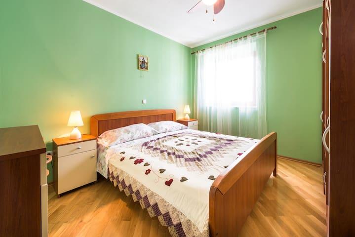 2nd floor apartment - second double bedroom