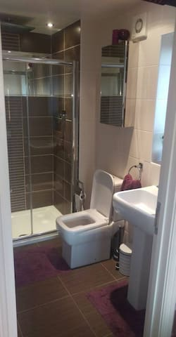 Hill Lodge ensuite plus